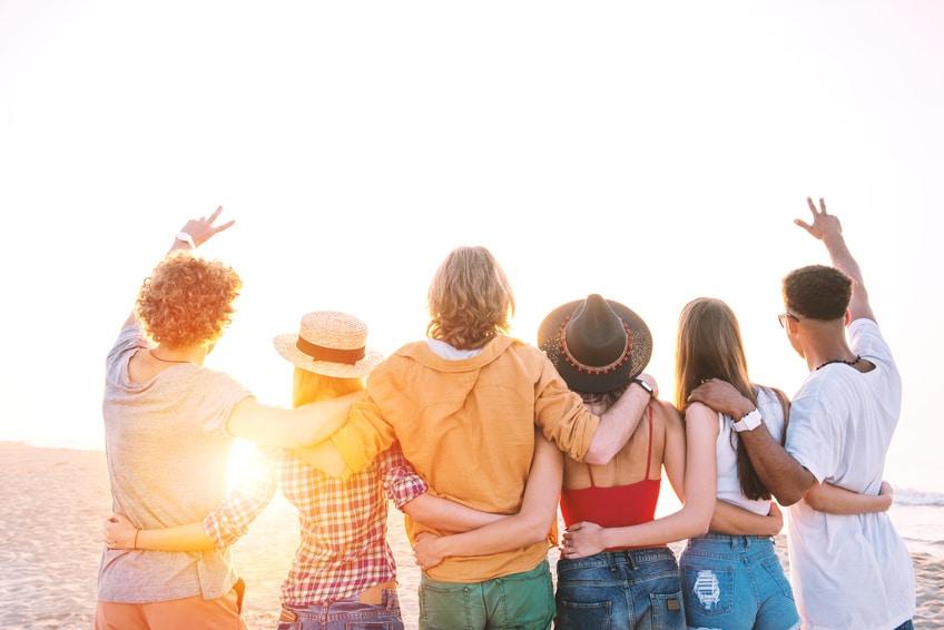 Vacances d'été: mon ado veut partir seul avec ses amis
