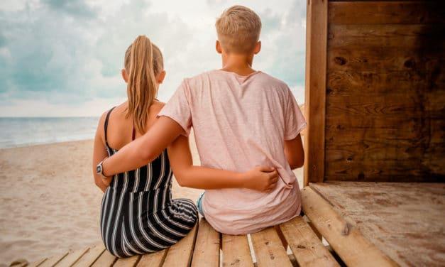 Gérer la première relation amoureuse de mon ado